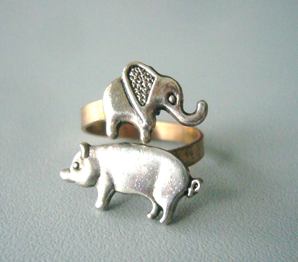 Silver piggy ring with an elephant, elephant ring, adjustable ring, animal ring